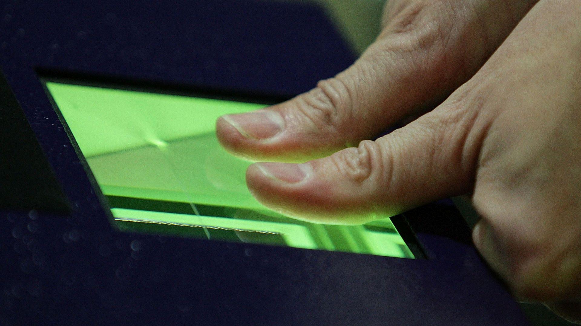 ЕК иска лични карти с пръстов отпечатък