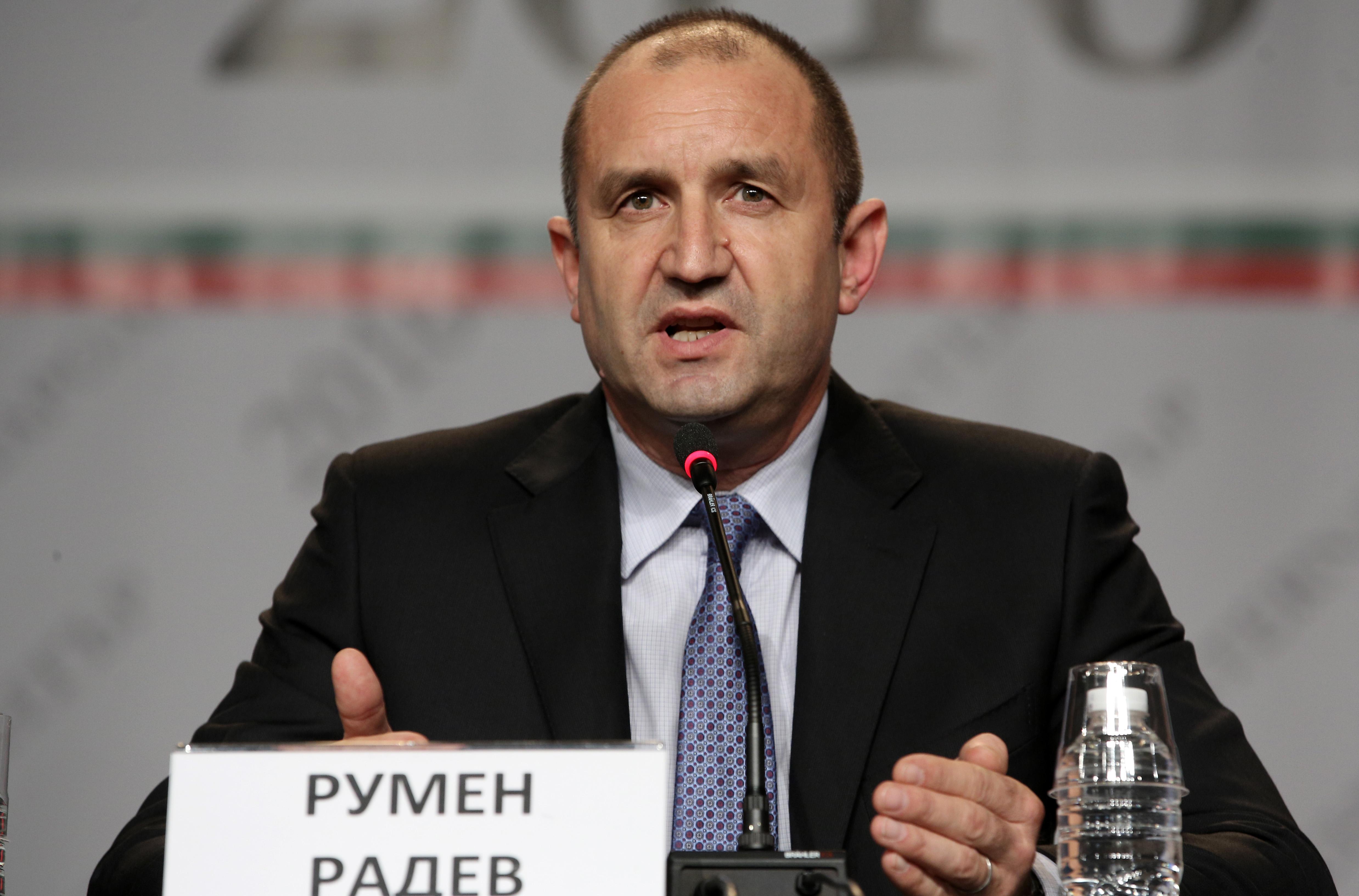Експерти: ГЕРБ вкарват Радев в патова ситуация
