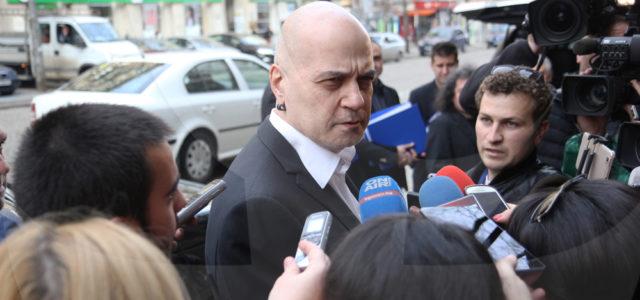 Слави Трифонов с ултиматум: Решете за референдума или идвам!