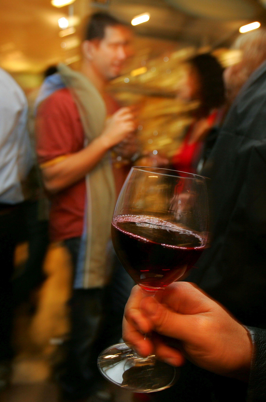 Чашата червено вино не била полезна за сърцето