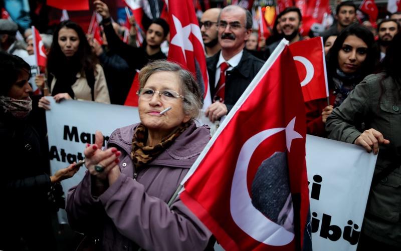 """64% от турците не искат ЕС, 70% """"за"""" смъртно наказание"""