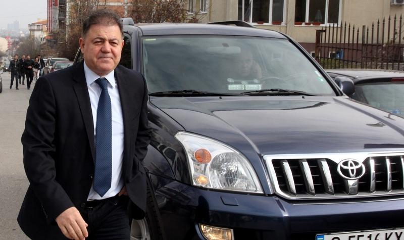 Ненчев отива на съд заради поръчка за военно облекло