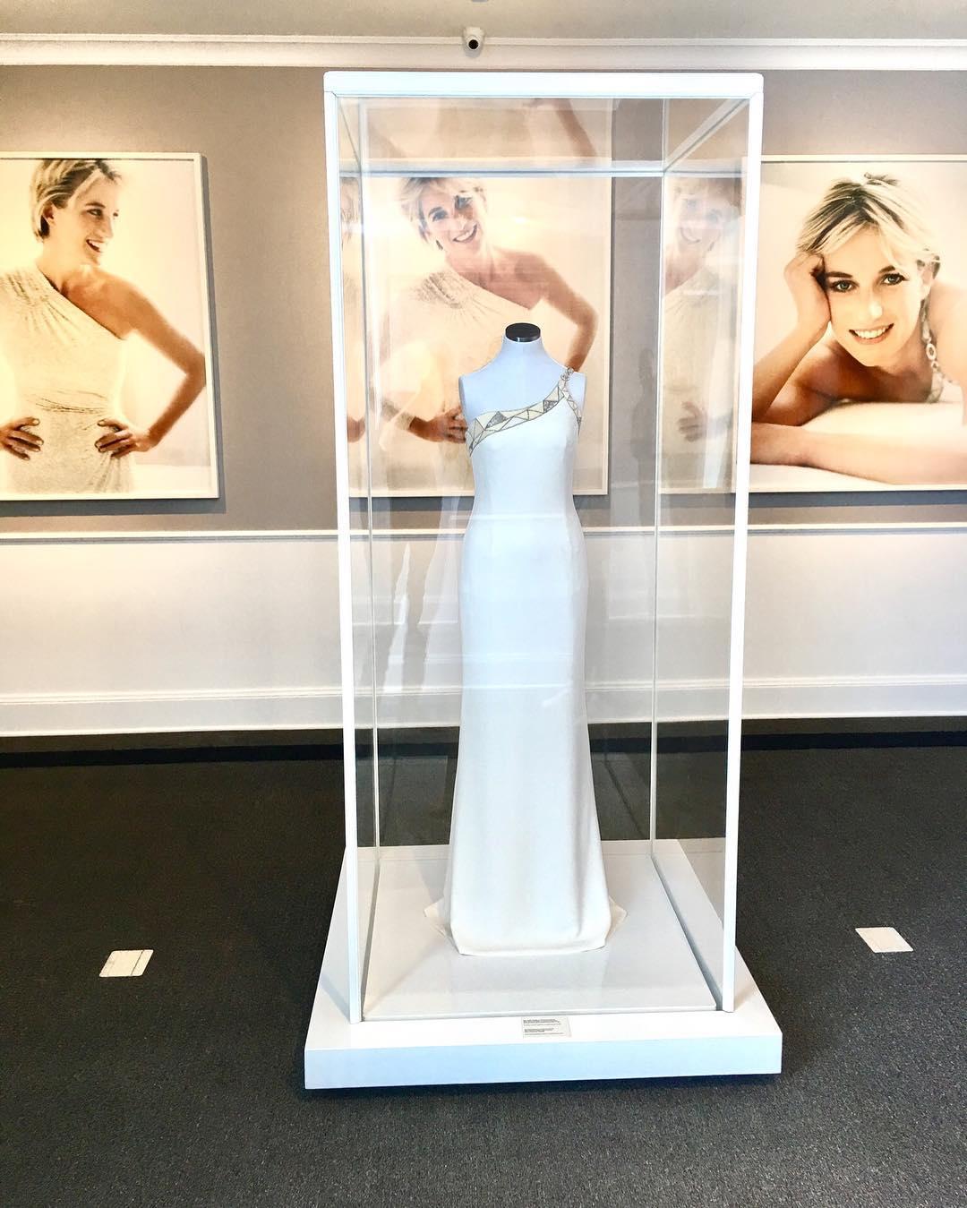 Донатела Версаче дари на музей рокля на принцеса Даяна