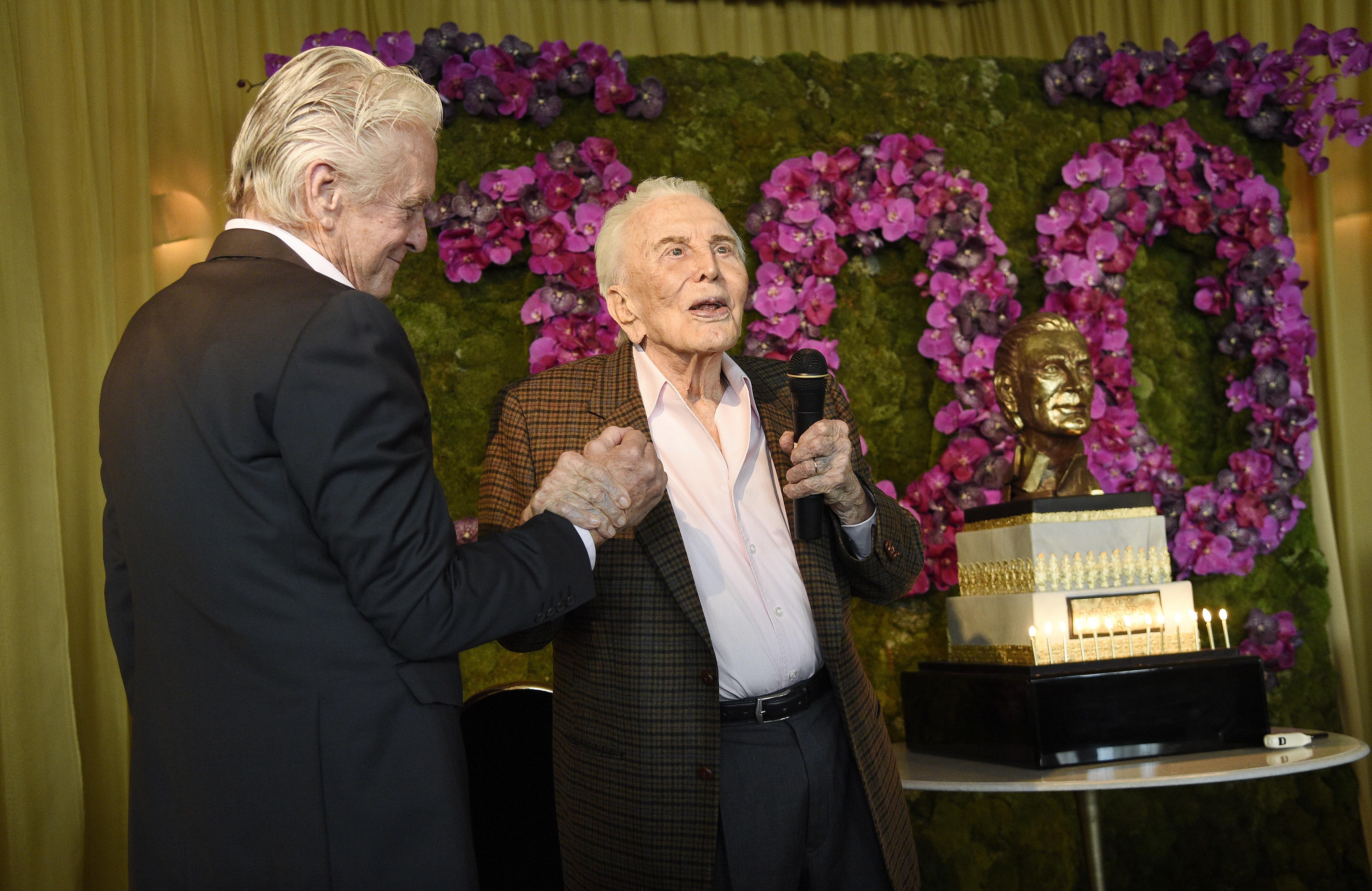Вижте снимки от 100-ия рожден ден на Кърк Дъглас