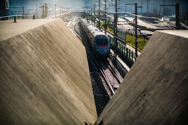 Отвориха за движение най-дългия тунел в света