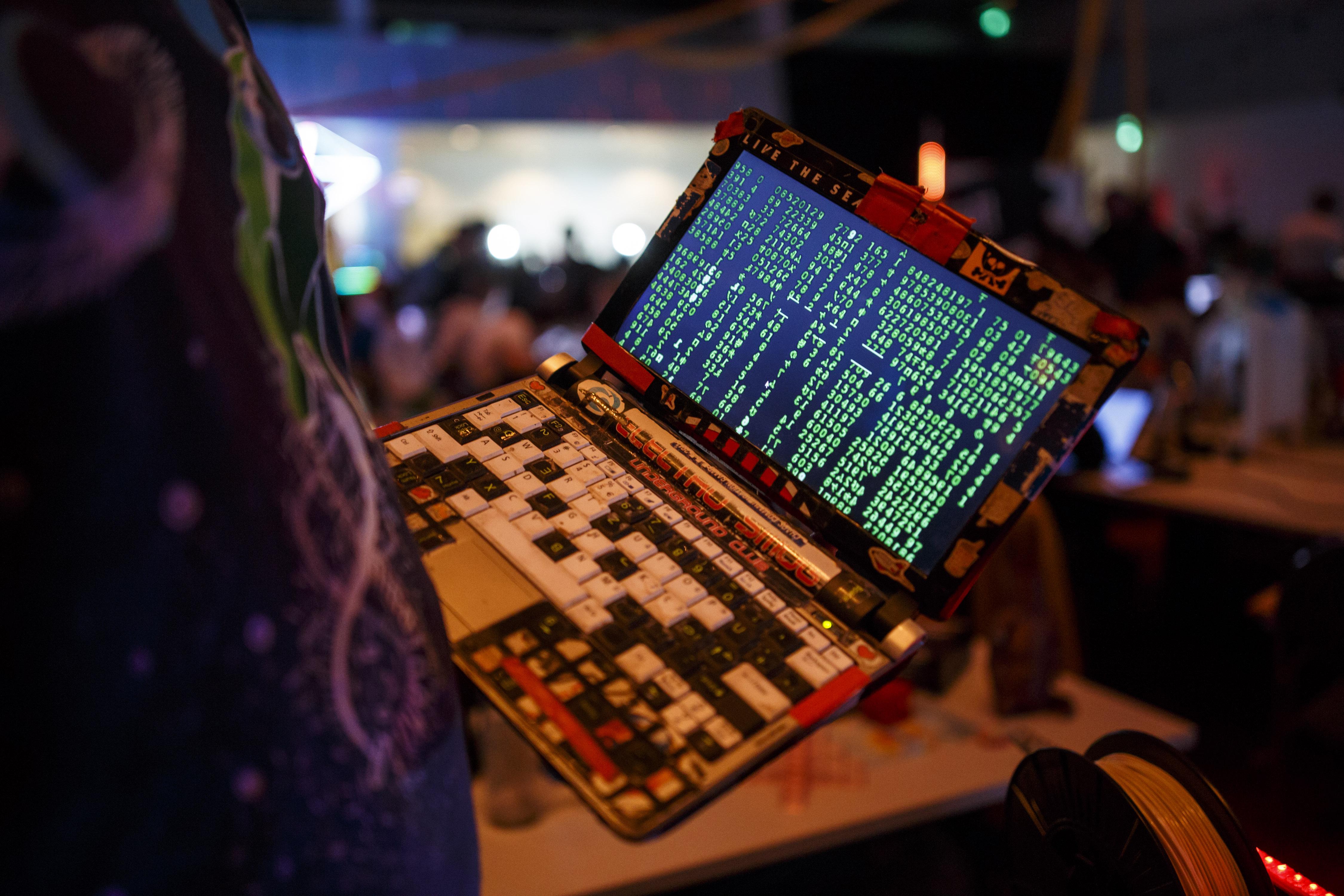 """В. """"Ню Йорк таймс"""": Как Русия набира хакери за кибервойна?"""
