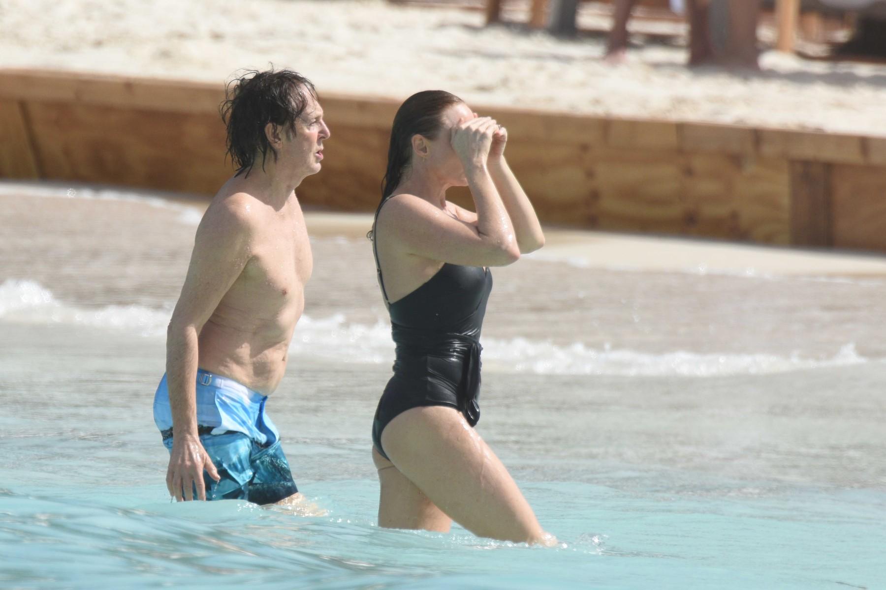 Пол и Стела Макартни изпратиха 2016-а на плажа