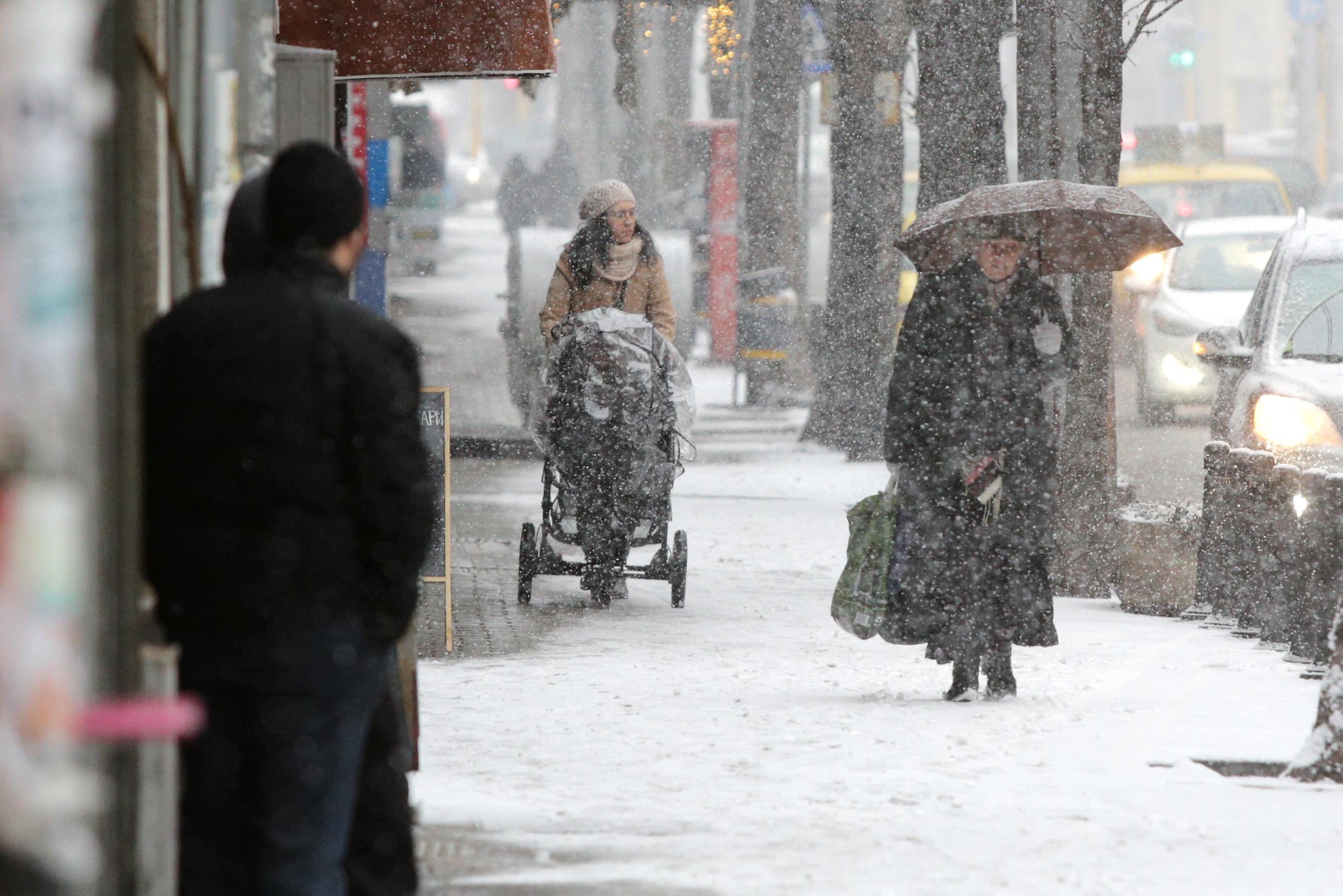 Зимната обстановка днес и времето през следващите дни