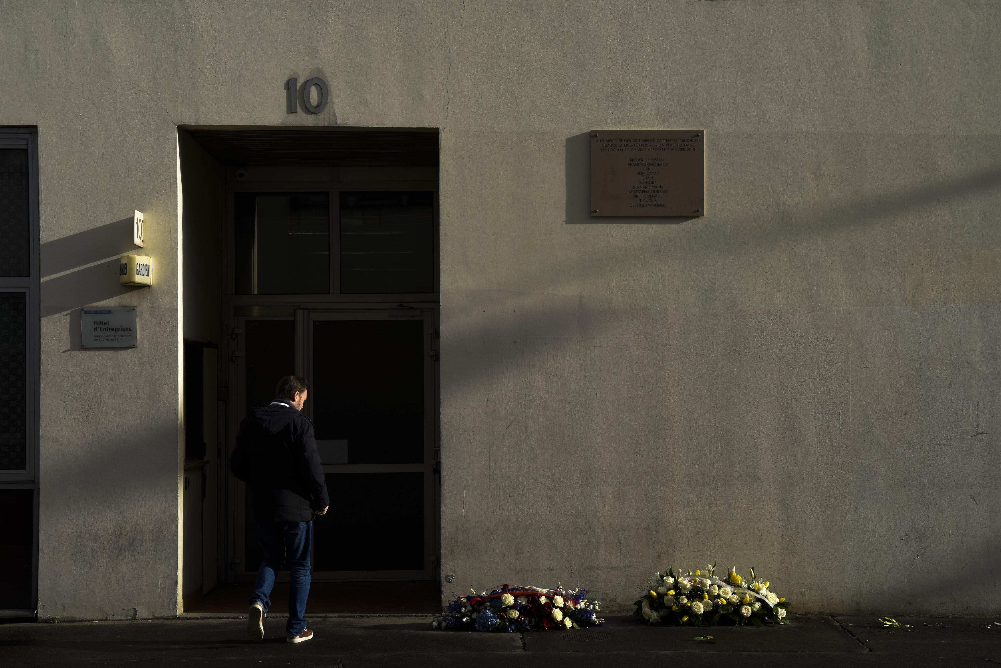 """Стрелбата в """"Шарли ебдо"""" - началото на терора във Франция"""