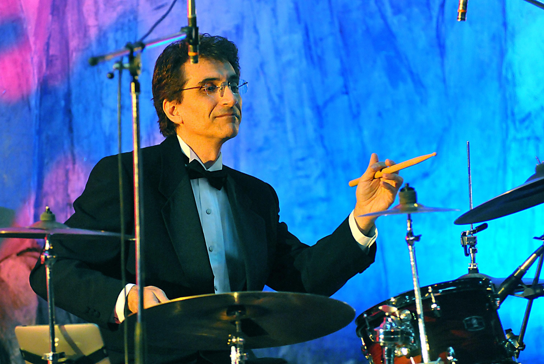 Стунджи: Преди казармата свирех в бенда на Емил Димитров