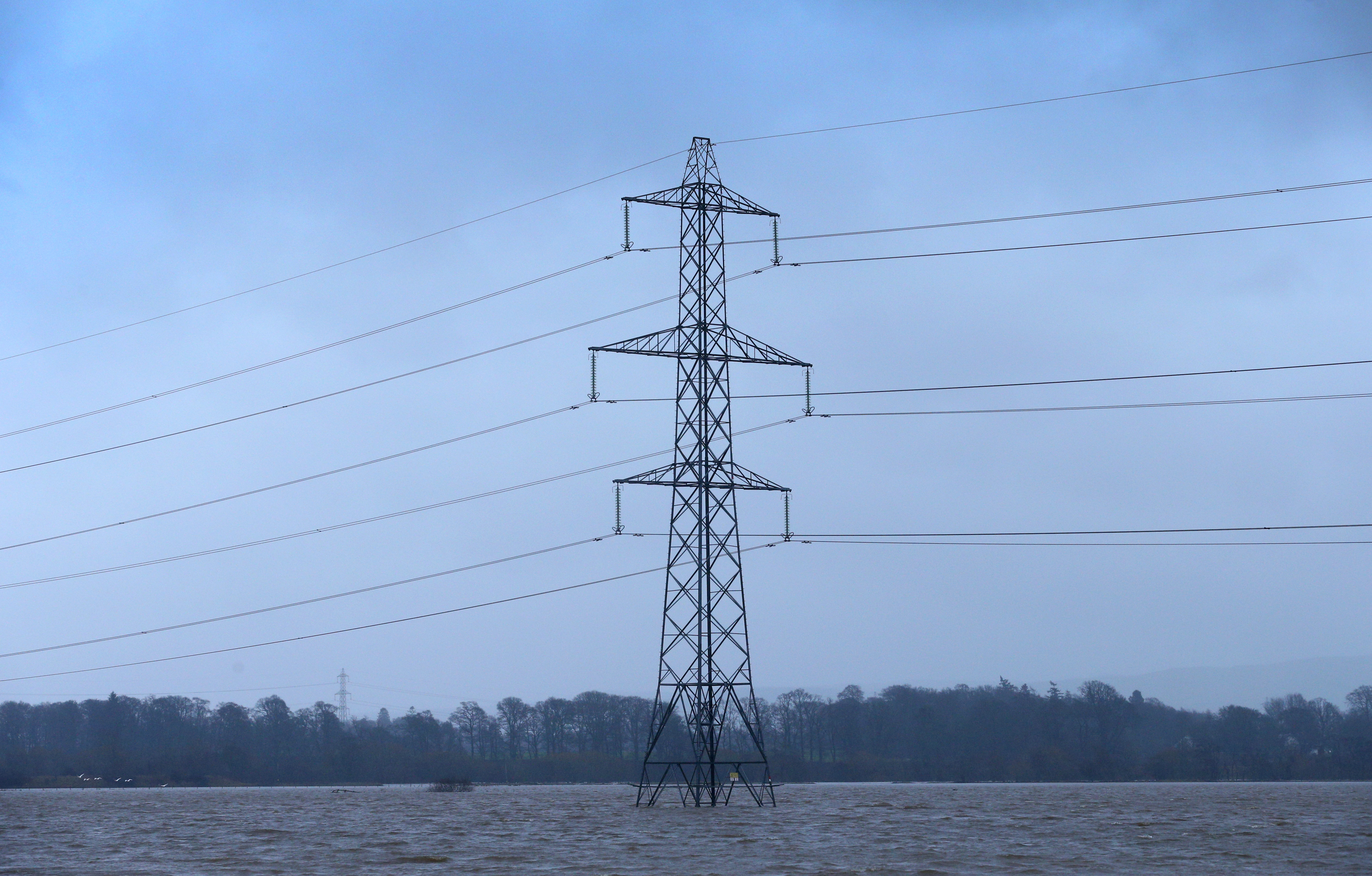 Спад в производството на ток, цените падат