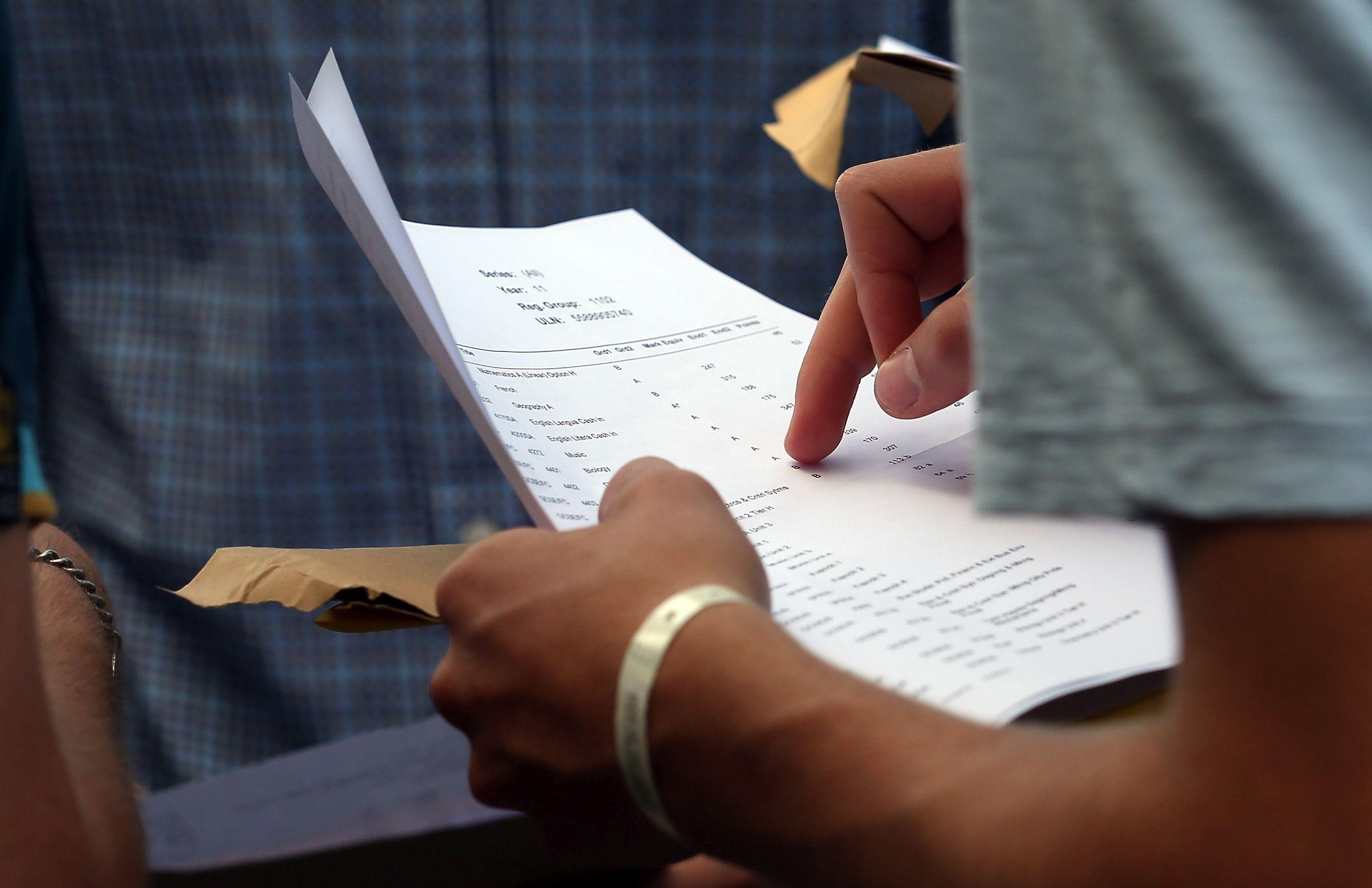Изпитите по литература и история в СУ - тест и есе