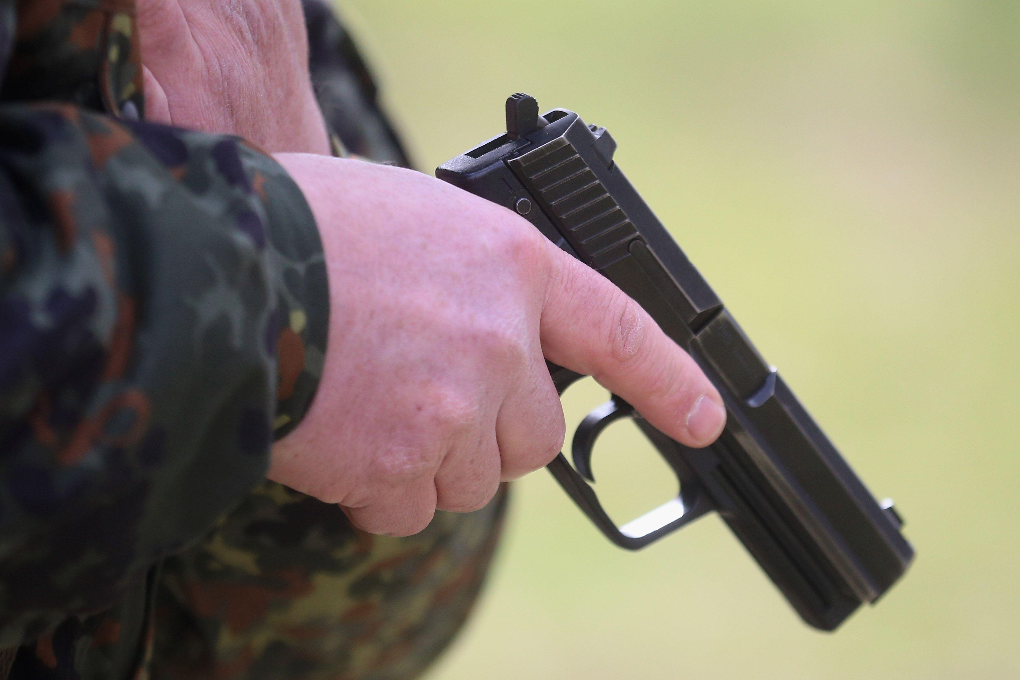Младеж от Добрич отиде на матура с газов пистолет