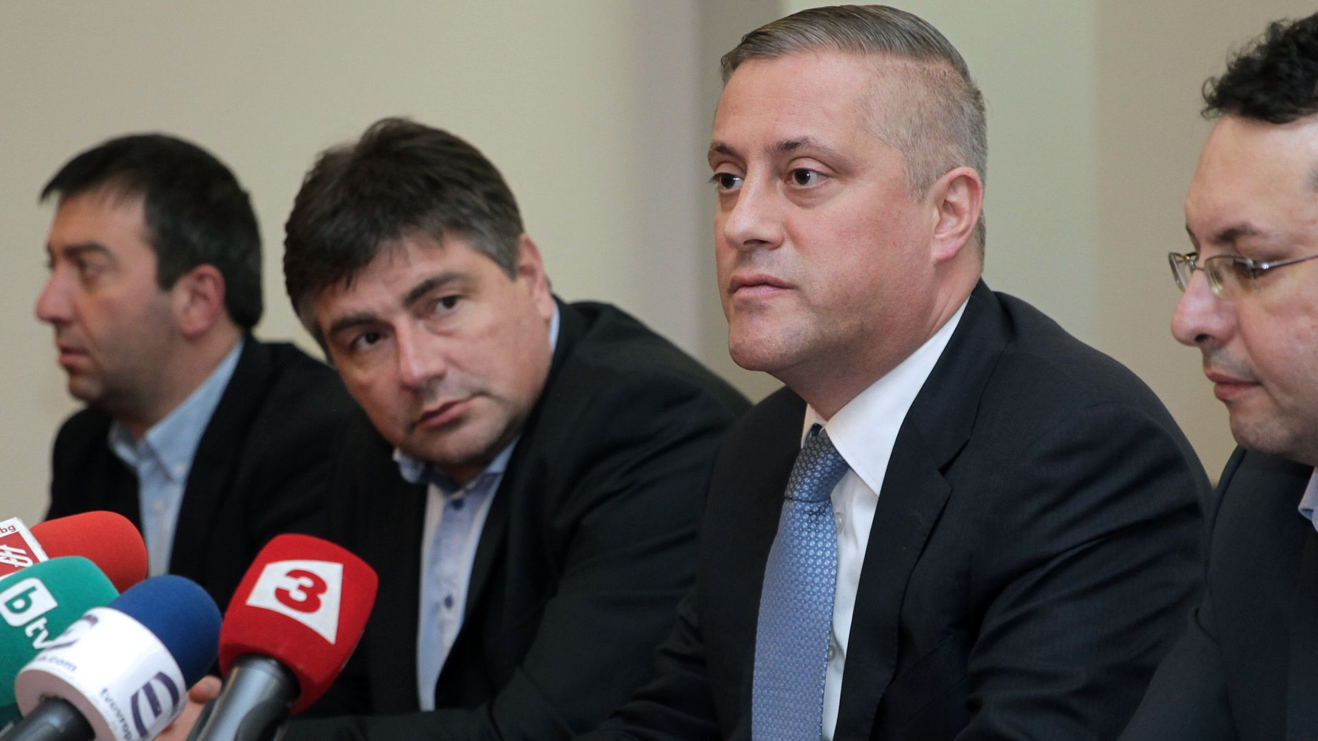 Лукарски прави опит да ликвидира 7 структури на СДС