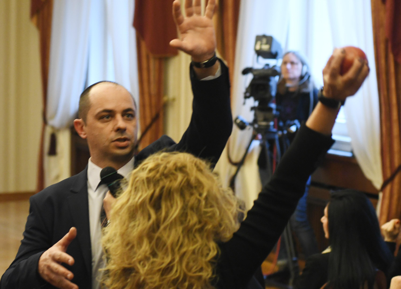 Президентството: Действията на Беновска - платена провокация