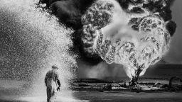 Горящата пустиня Кувейт: Сeбастиао Салгадо разказва за войната в Залива