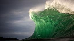 Преди вълните да се разбият: Внушителните снимки на Уорън Кийлан