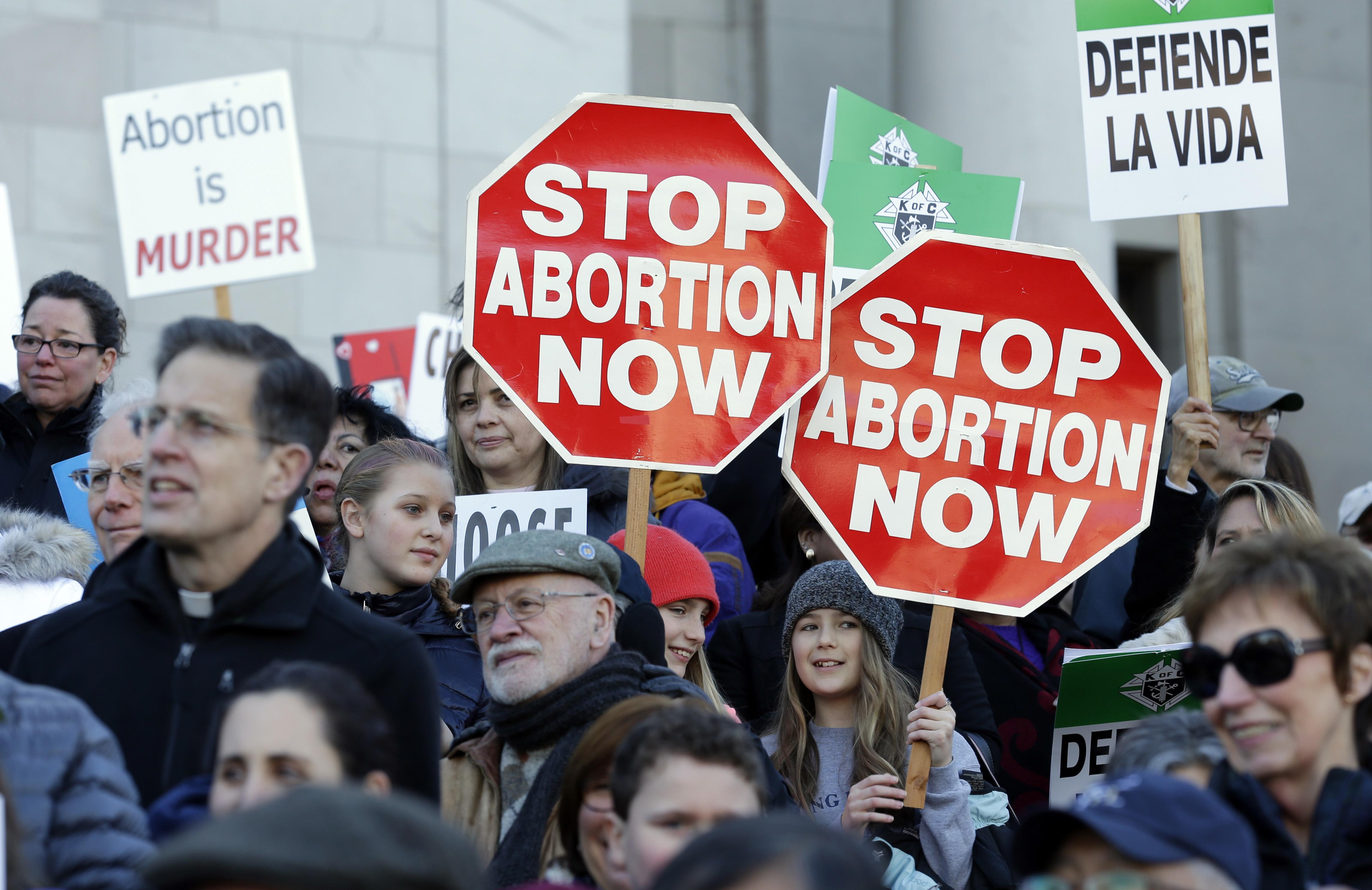Тръмп спря държавните пари за аборти