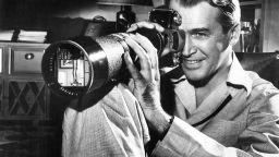 Воайорството в киното: Смущаващите и вълнуващи филми на Хичкок и Линч