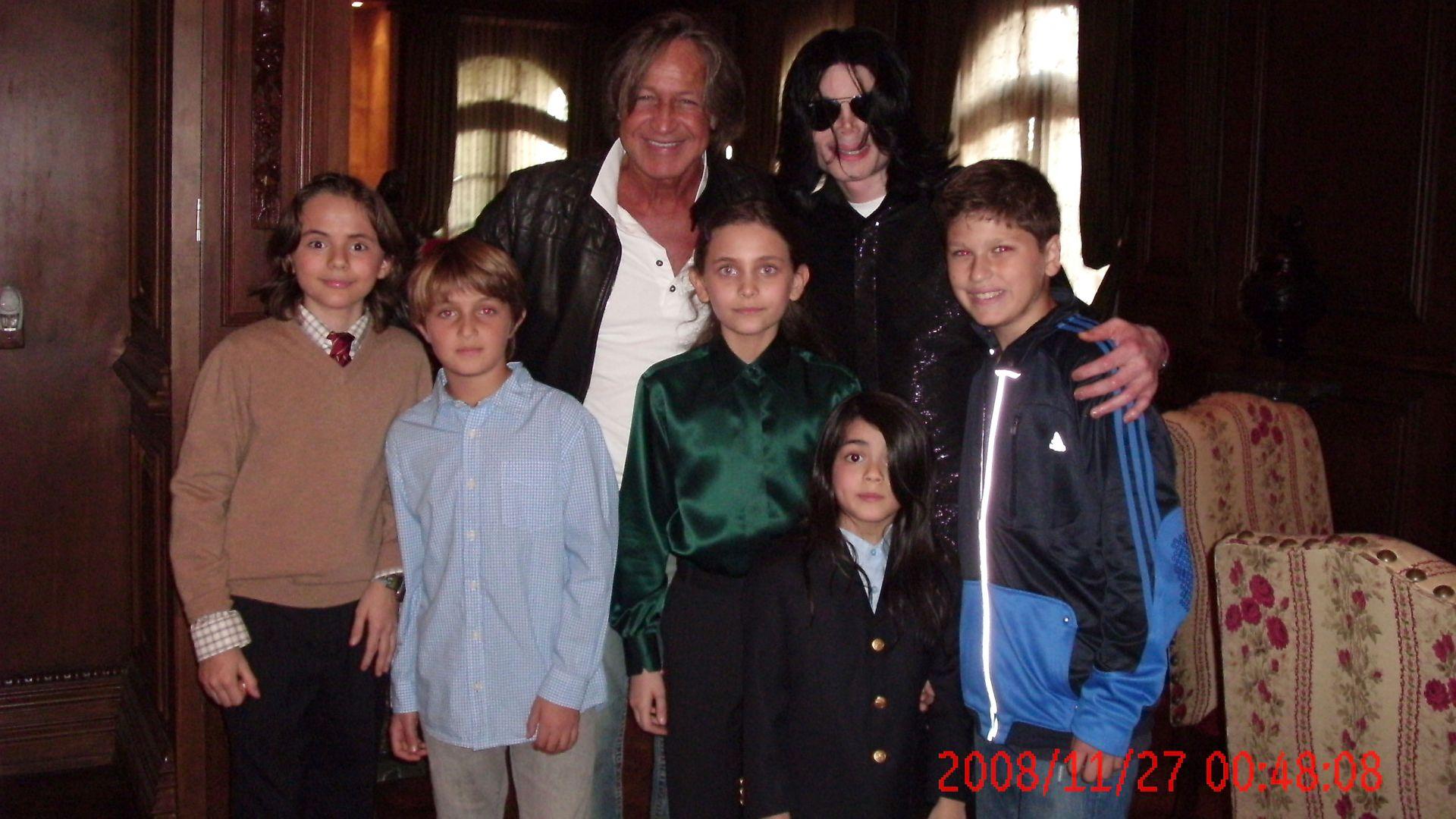 Майкъл Джексън със строителния предприемач Мохамед Хадид и децата им