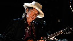 Боб Дилън издава кавъри на Франк Синатра в троен албум