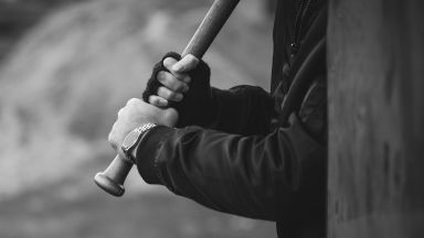 Жесток побой с бухалки над трима ученици във Велико Търново