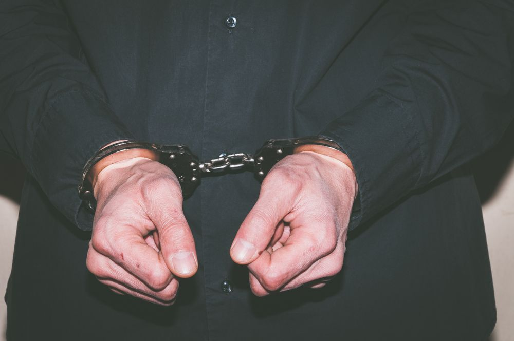 Гаргата в ареста за 72 часа, плюл и блъскал шофьор на пътя