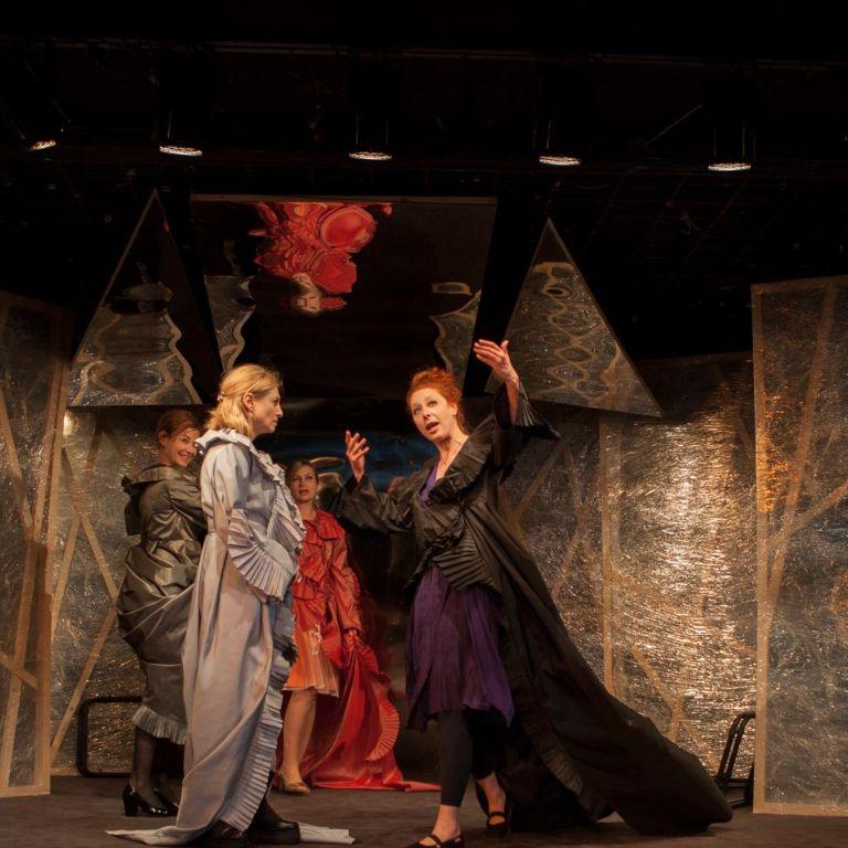 Театър, любов моя!