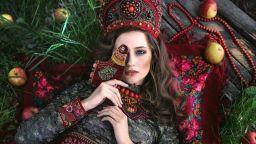 Приказките оживяват в сюрреалистичните фотоси на Маргарита Карева