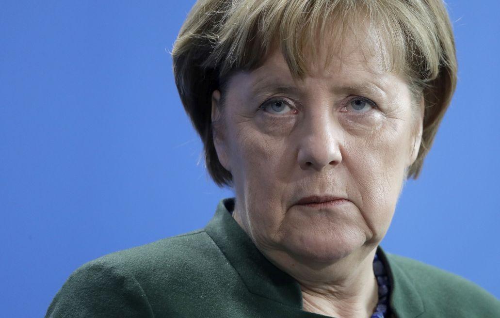 """Меркел ще спасява работните места в """"Опел"""""""