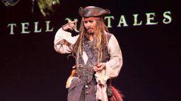 """Вижте Джони Деп и Хавиер Бардем в новия трейлър на """"Карибски пирати"""""""
