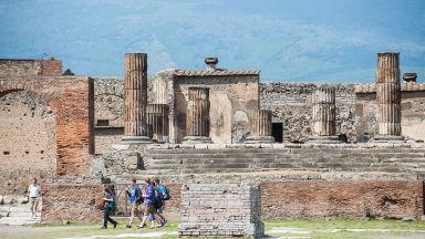 Домът на целомъдрените любовници, съхранен под пепелта на Везувий, отново отваря в Помпей