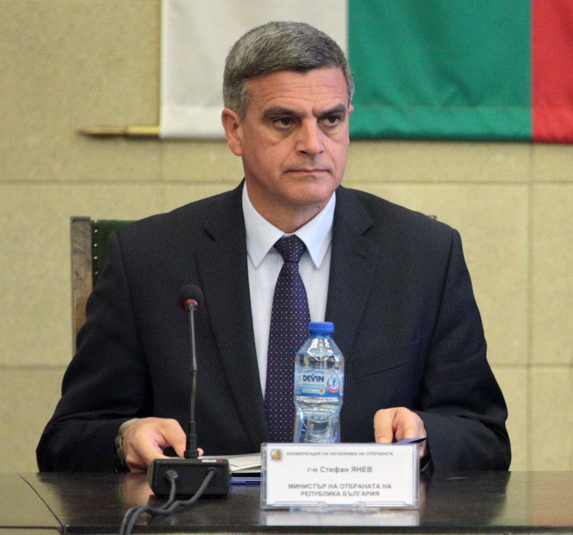 """Военният министър: Армията ни се справя """"частично"""""""