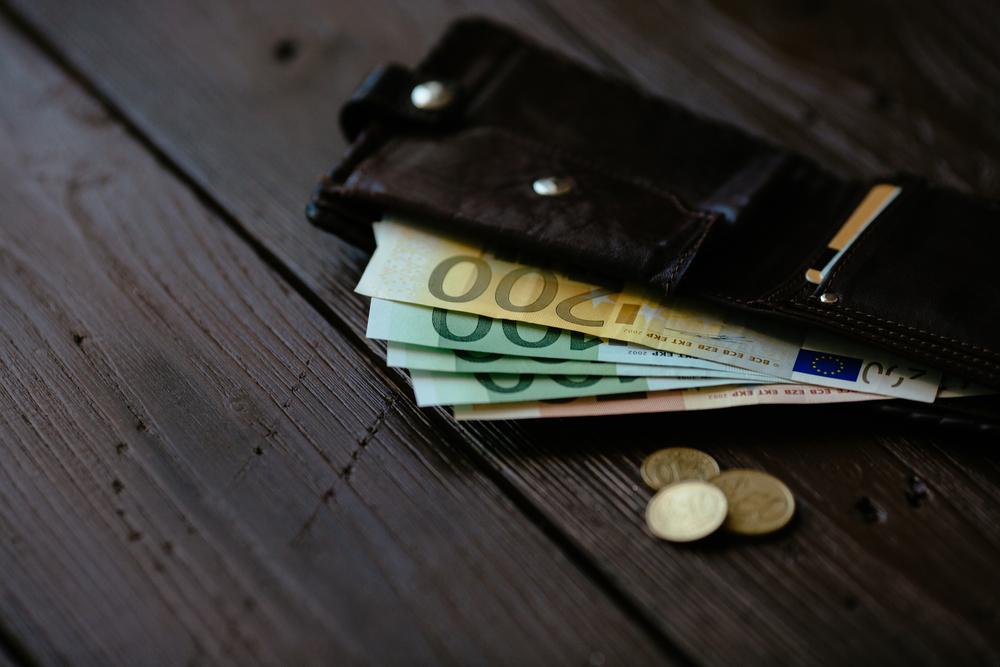 Европейската комисия ще намали таксите за валутни преводи
