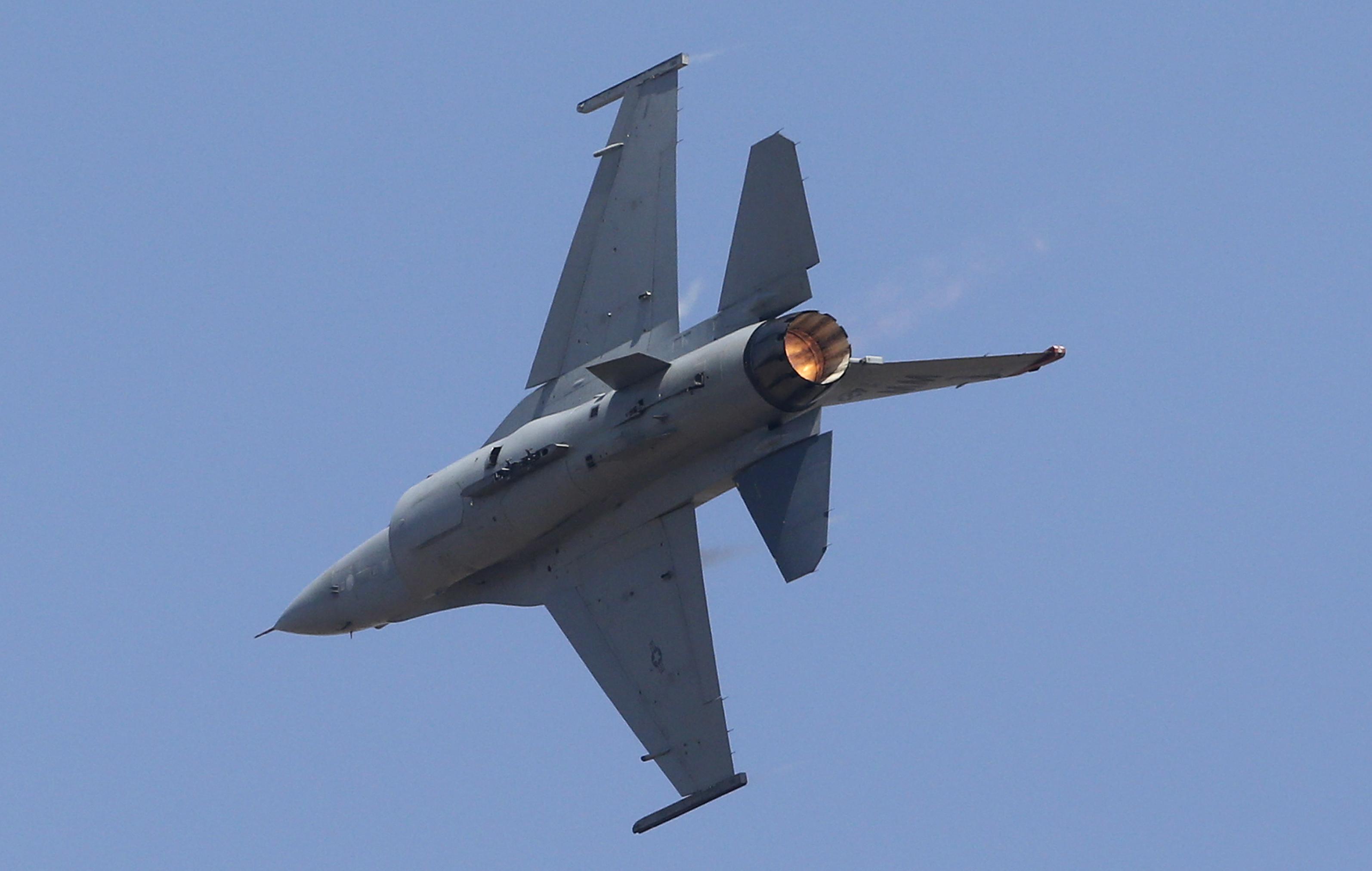 """Плевнелиев: На F-16 се закача всичко, а на """"Грипен"""" не   Днес.dir.bg"""