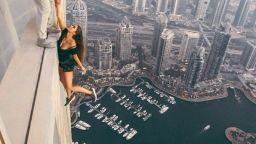 Най-екстремната моделка в света вдигна на крак полицията в Дубай