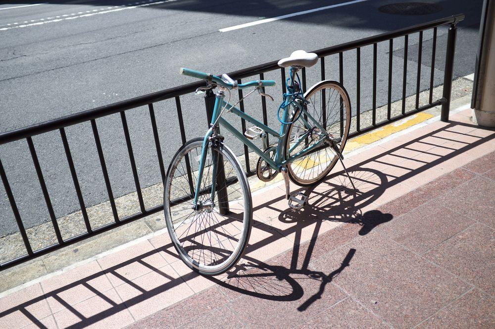 Ето как крадец с плитки отмъкна седалка на колело (снимка)