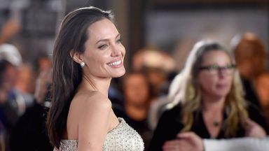 Анджелина Джоли се завръща след развода като Екатерина Велика