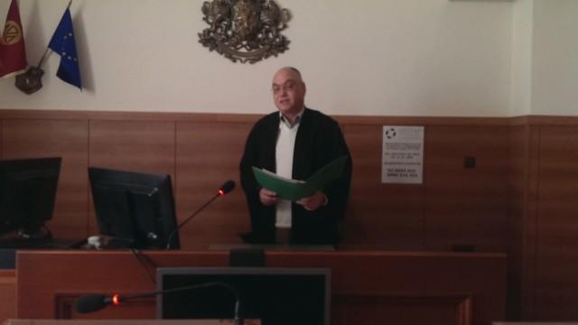 Наказват съдия, дал съдийска тога на осъдения Кузов