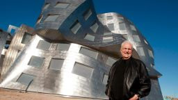 Богът на деконструктивизма в архитектурата - Франк Гери