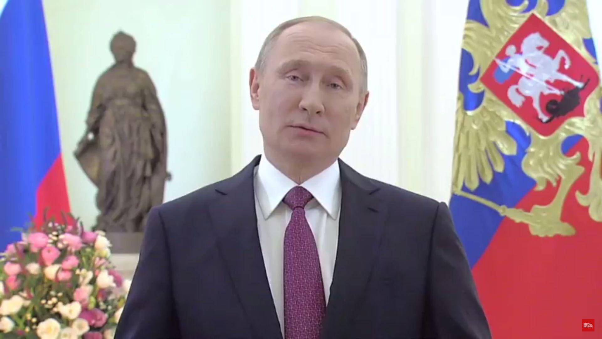 Путин поздрави рускините за 8 март със стих (видео)