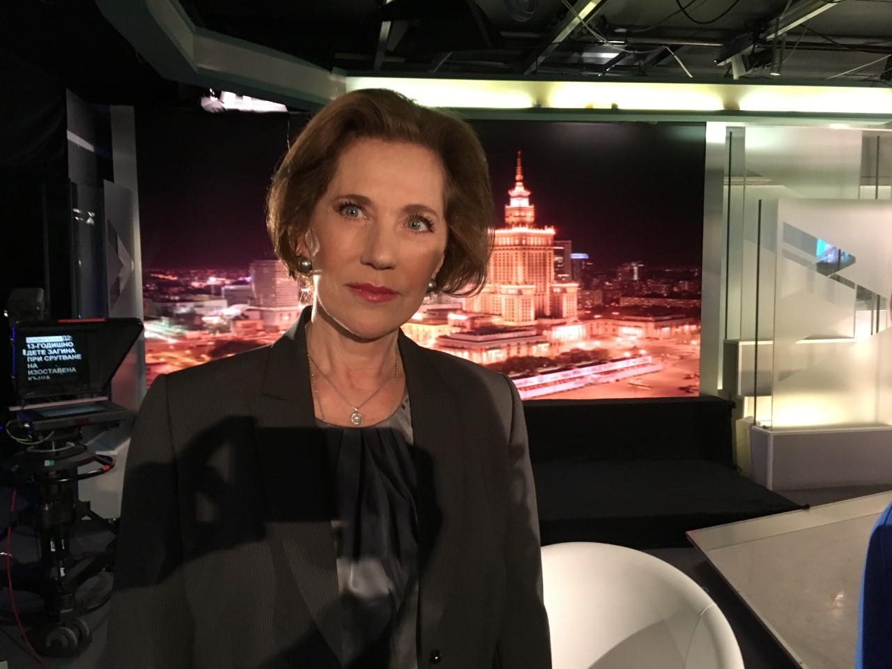 МВнР анулира дипломатическия паспорт на Елена Поптодорова