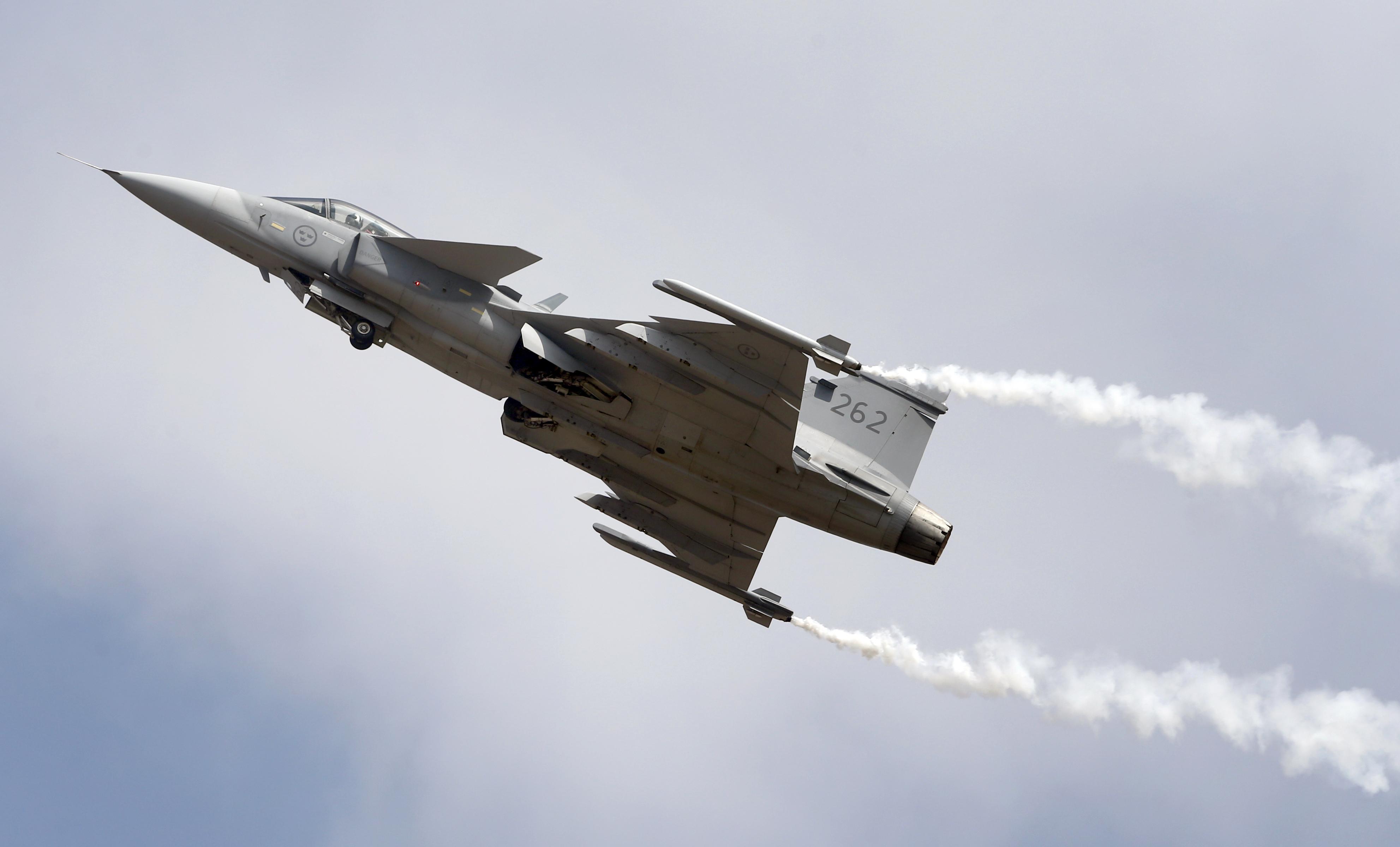 България започва преговори с Швеция за бойни самолети