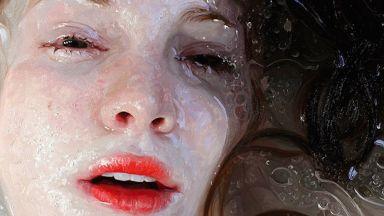 Между абстракцията и реализма - живописта на Алиса Монкс