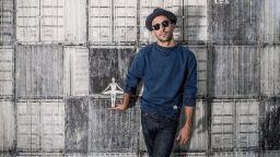 Художникът JR облича сградите с посланията си