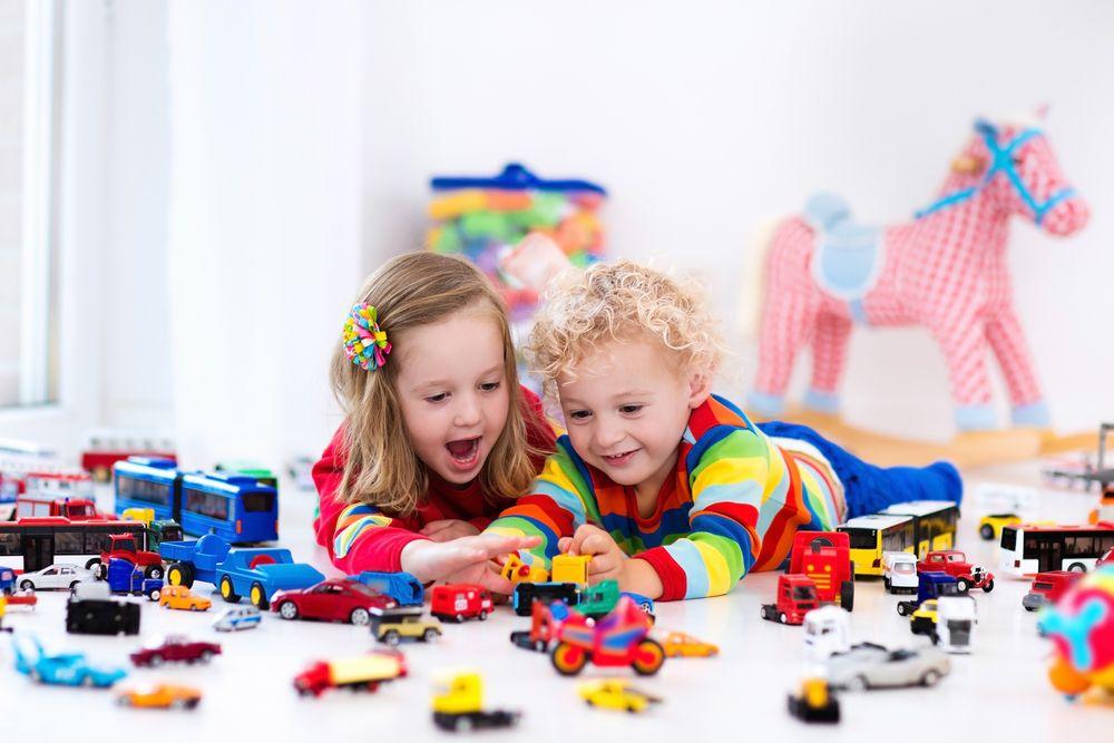 Играчки и коли са най-опасните стоки