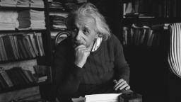 Геният на гениите Айнщайн кремиран без... мозъка си?