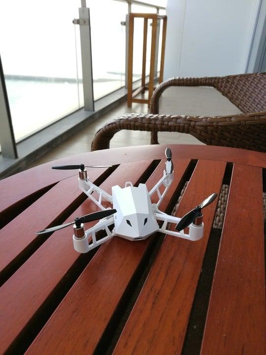 Китайци показаха способен мини дрон