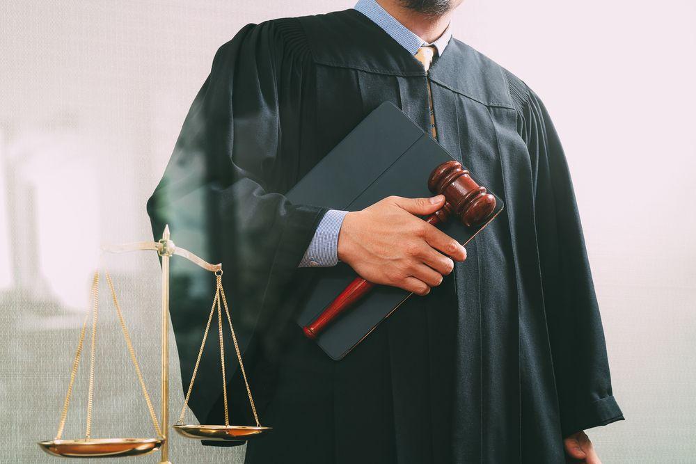 Обвиниха съдия, притискал прокурор да прикрие бивш полицай
