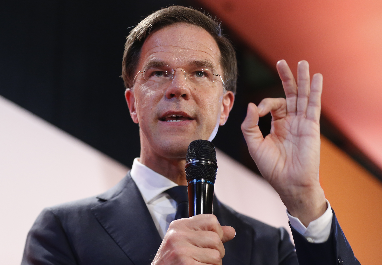 Холандският премиер оцеля при вот на недоверие